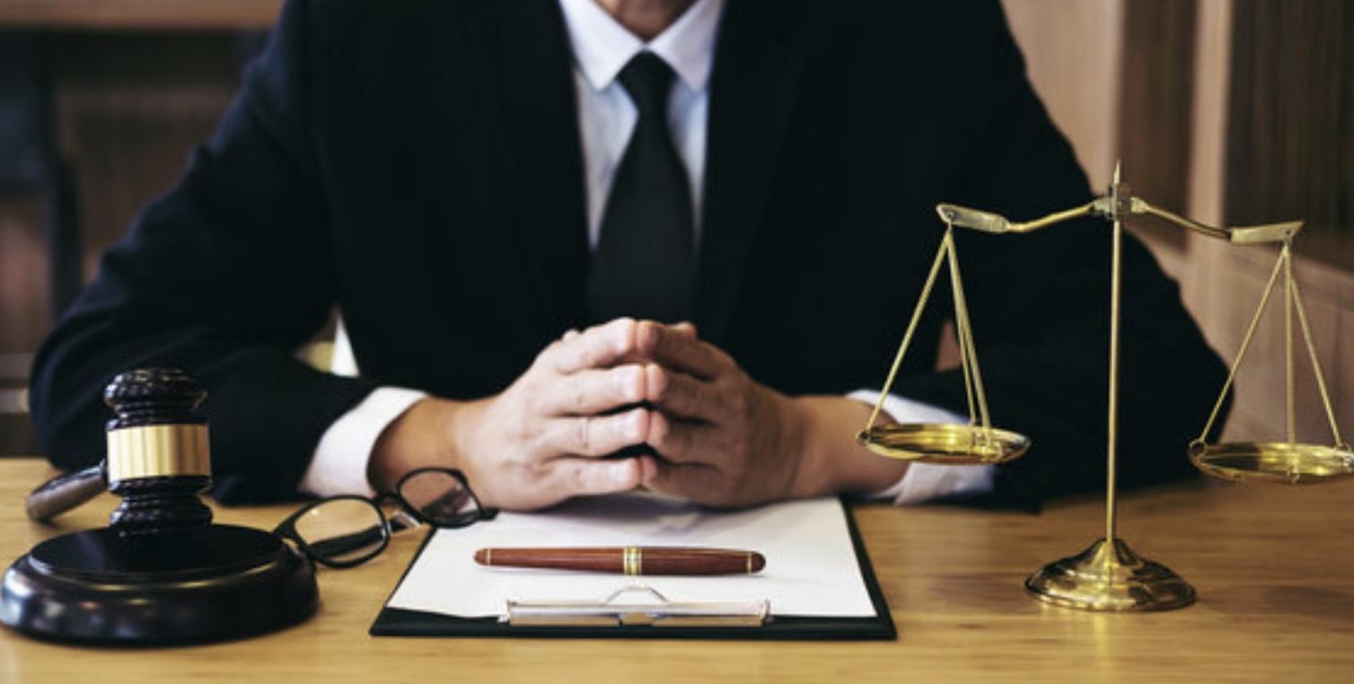 弁護士はあなたのことを助けてくれるわけではない